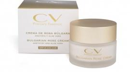Bulgarian Rose CV Primary Essence LIFESTYLE, Uroda - CV Primary Essence BULGARIAN ROSE to linia pielęgnacyjna do twarzy, której silnie działającym aktywnym składnikiem jest olej z róży damasceńskiej.